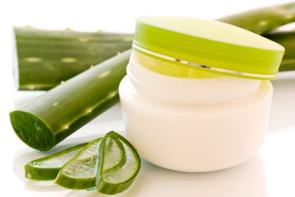 Máscara de gel de Aloe, miel y aceites esenciales. Se puede añadir una pequeña cantidad de rosa mosqueta