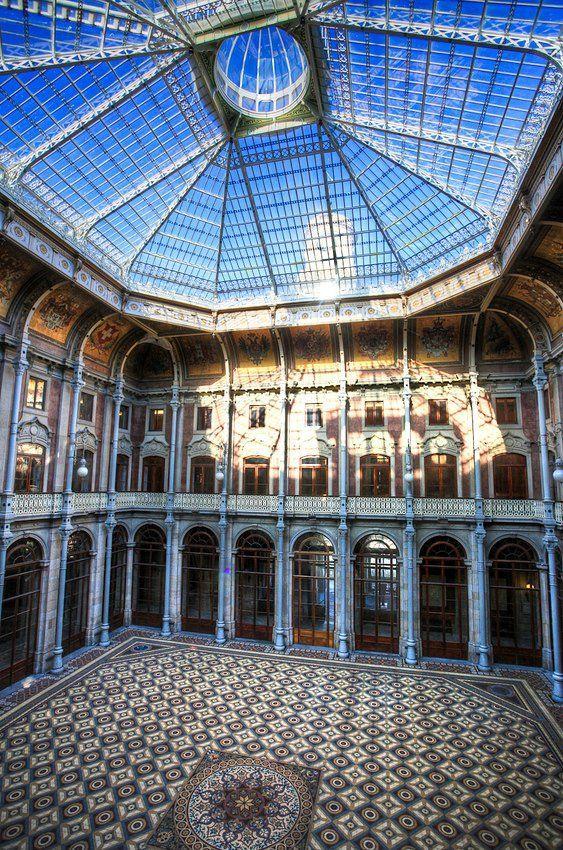 Hall del Palacio de la Bolsa en Oporto, Portugal.