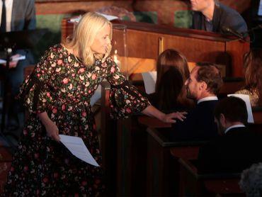 Kronprinsparet valgte to salmer av Svein Ellingsen til sitt eget bryllup, og Kronprins Haakon var også til stede i Dypvåg kirke. Foto: Lise Åserud, NTB scanpix