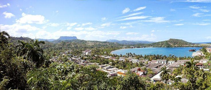 Uitzicht vanaf het hotel El Castillo. Een mooi hotel dat uitkijkt op de stad, de baai en de tafelberg en zelf gevestigd is in een oud fort.