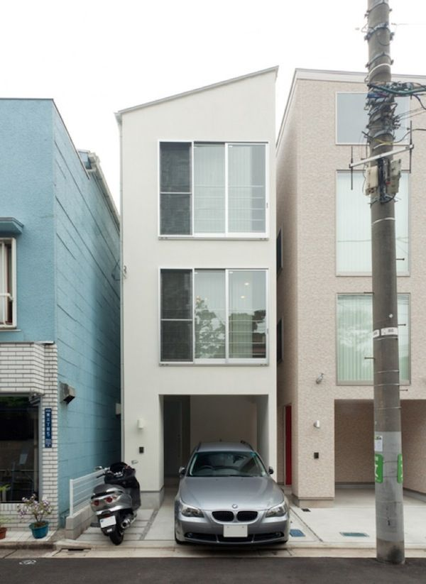 56 best narrow urban house images on pinterest for Urban minimalist house