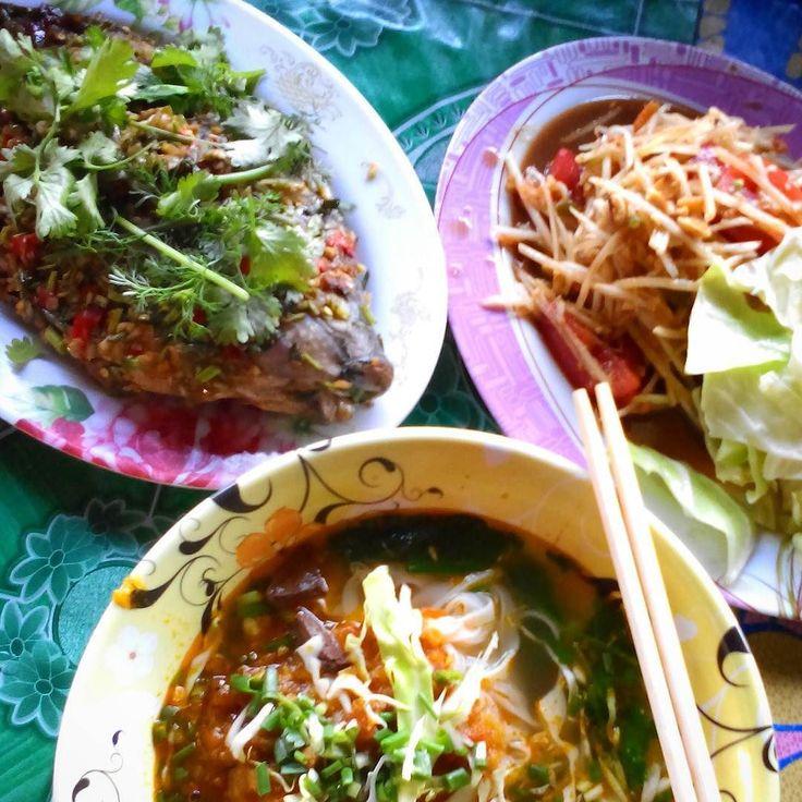 2016.2.7 Traditional Shan style dish for today's dinner! Yumyum!! シャン州 ここはミャンマーでありながらタイ民族のテリトリー 良いところ!! #hrkart_myanmar #myanmar #Burma #Shanstate #travel #instafood #foodpic #foodie #foodporm #vscofood #vsco #vscocam #foodphoto #yum #yummy #delicious #Aroy #ミャンマー #ビルマ #旅行中 #旅行 #シャン州 #チャイトォン #タイ料理 #パクチー #焼き魚 #ソムタム #美味 #好食 #晩ご飯 by hrkart
