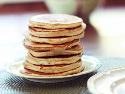 Hotcakes de platano | Si quieres prepara unos hotcakes fáciles, rápidos y deliciosos, te tengo la receta para ti. Son hotcakes de tan solo dos ingredientes, y son tan ricos que ya no volverás a cocinar los hotcakes de siempre.