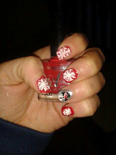Nail art natalizia con smalto deborah rosso ebianco smalto essence argento e nero