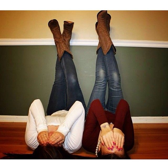Best Friend Photoshoot! Such a cute pose! (: @Hunter M. on Instagram