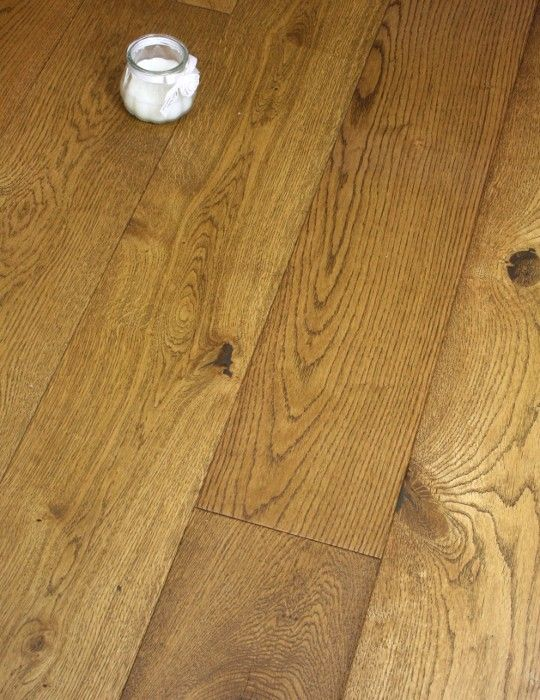 Our stunning light brown oiled 125mm Engineered oak floor is a popular floor in…