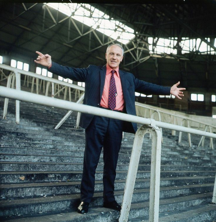Master of all he surveys - Shanks on the Kop