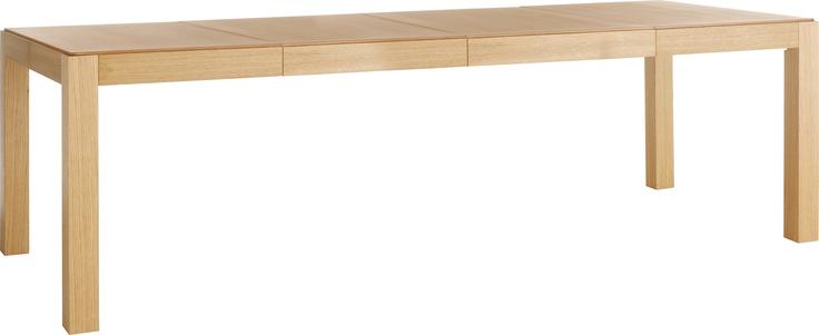 Drio spisebord med to ileggsplater integrert. Fåes også i grått og sortbeiset. Dimensjoner: D95 x H75 x L240cm (sammenslått: L120cm). Kr. 8790,-