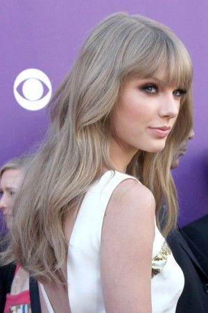 I love how Taylor rocks the ash blonde, it finally looks sultry, not drab!