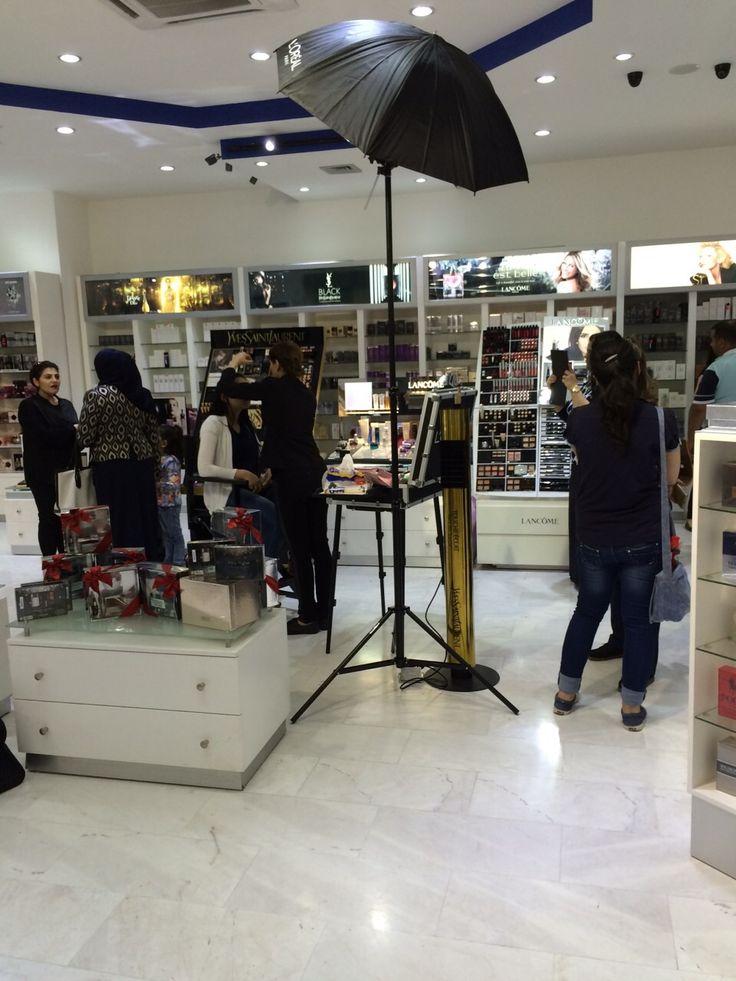 فعاليات فرع #ضفاف_بغداد المنصور مول. نستقبلكم ل١١ ليلا #لانكوم #العراق #جمال event #DBC mansur mall. Open till 11pm #lancome #iraq #love #follow #amazing #time