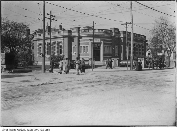 Riverdale Library circa 1912 - Toronto Public library, Broadview Avenue at Gerrard Street - City of Toronto Archives - Fonds 1244 item 7084; William James family fonds