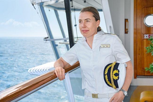 AIDA Cruises ernennt ersten weiblichen Kreuzfahrtkapitän Deutschlands - Nicole Langosch übernimmt das Kommando auf AIDAsol  Die vollständige #News finden Sie in unserem kostenfreien Fewoportal unter: https://www.fewoanzeigen24.com/artikel/kreuzfahrt/aida-cruises-ernennt-ersten-weiblichen-kreuzfahrtkapitaen-deutschlands-nicole-langosch-uebernimmt-das-kommando-auf-aidasol/168.html  #Artikel #Mitteilung #ots #Bild #Frauen #Kreuzfahrtkapitän #Tourismus #AIDAsol #Kapitän #Rostock