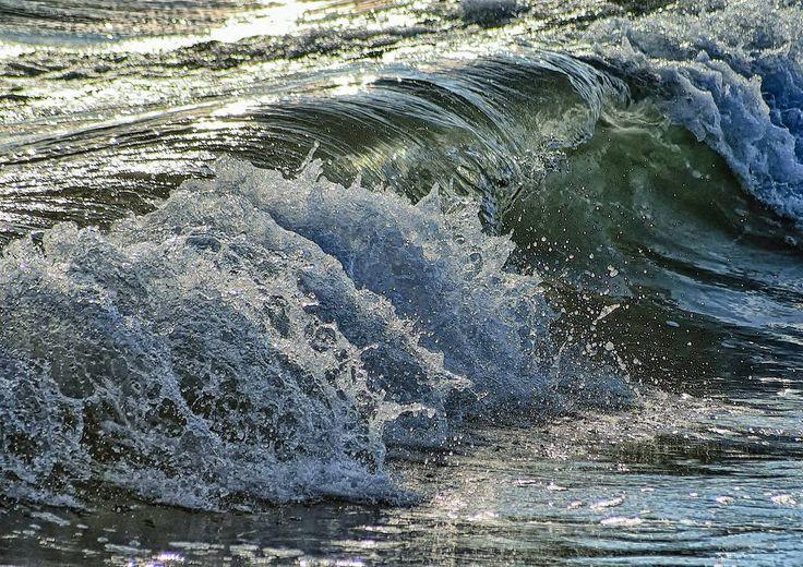 #olas #wabes #luzdeatardecer #sunsetlight #mediterraneansea #marmediterraneo #agua #water #efectos #effects #efectosdeluz #lighteffects #plata #silver #natureeffects #instapic #instalike #instagood #instaphoto #natureshots #naturelovers #freelife #freelifestyle #goodvibes #buenasvibraciones #nikon #gypsysoul