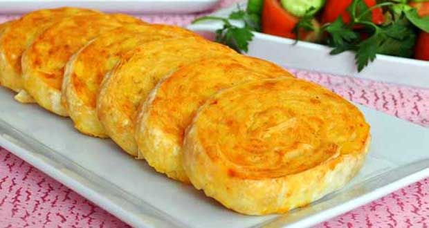 Patatesli Rulo Börek Tarifi nasıl yapılır? Patatesli Rulo Börek Tarifi'nin malzemeleri, resimli anlatımı ve yapılışı için tıklayın. Yazar: Pembe Tatlar