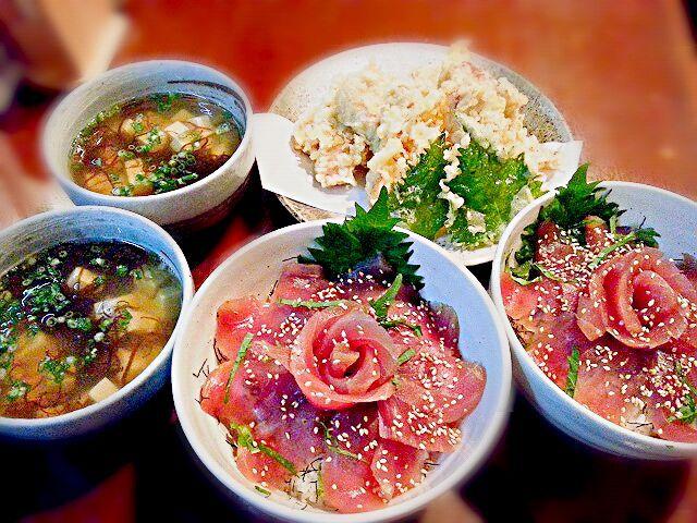今日のまかないです。マグロ祭りしちゃいました(^^; - 58件のもぐもぐ - マグロの漬け丼・マグロの天ぷら・もずくと豆腐のお吸い物 by ichidolushi