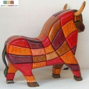 Wooden sculpture - statue Bull of Pucara handcarved from ishpingo Amazon wood. Peruvian artwork. US $ 139.00 free shipping from peruincamarket