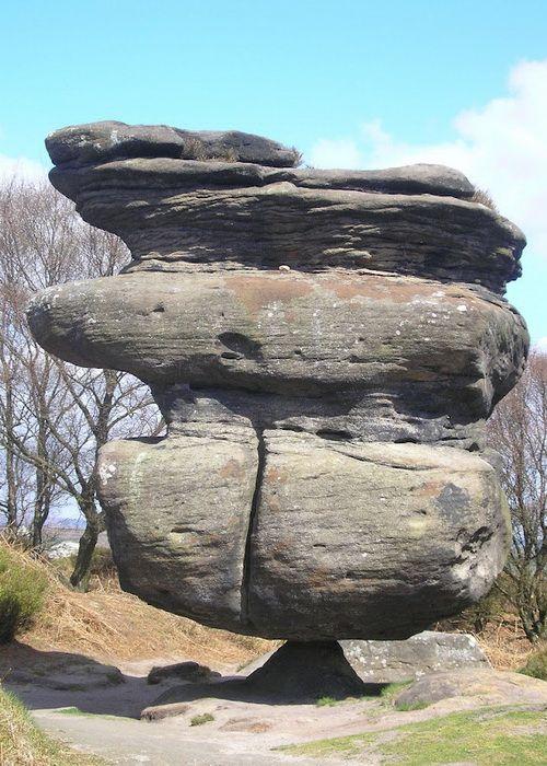 Idol Rock – один из представителей целого английского «семейства» под названием Brimham Rocks. Под воздействием воды, низких температур и ветра эти камни приняли причудливые формы, напоминающие разнообразных зверей – слонов, бегемотов и медведей.