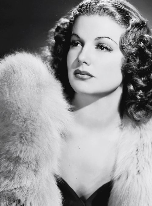 Billy comments several times that Catherine looks like Ann Sheridan, but that he thinks Catherine's prettier.