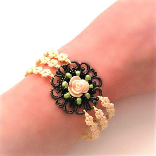 bracelet dentelle écru, bracelet en frivolité duo bronze et cuivré, perles rocaille et rose résine : Bracelet par chely-s-creation