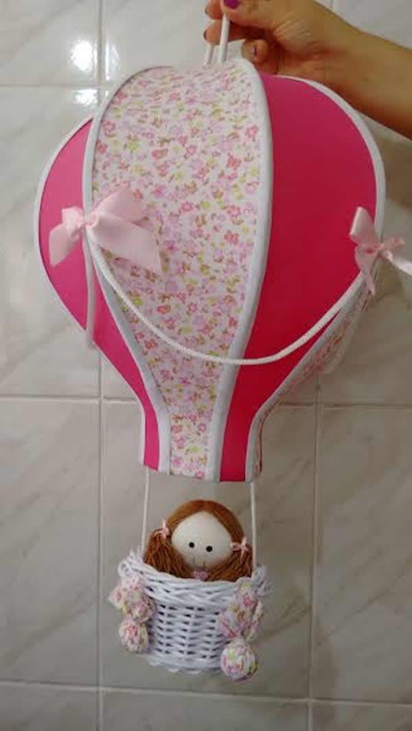 Lustre balão para quarto de bebê.  Mede aproximadamente 52x33 de diamêtro, acompanha cestinha de vime branca, com ursinho, bichinhos de selva ou bonequinha dentro do cesto. Pronto para instalação com soquete, fiação e canopla.    *Fazemos personalizado na cor e estampa que desejar, consulte-nos s...
