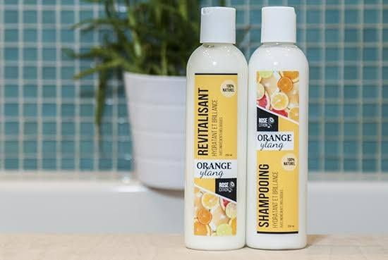 Shampoing naturel RoseCitron à l'Orange-Ylang. Pour une bonne glisse sur les cheveux longs et pour une belle brillance.