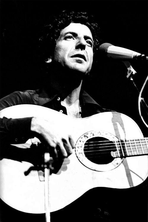 Leonard Norman Cohen (* 21.září 1934 Montréal) je kanadský hudebník, básník, romanopisec a kreslíř židovského původu. Již během univerzitních studií vydal vroce 1956 svoji první sbírku básní. Vedle poezie mu během šedesátých let 20.století vyšly také dva romány.