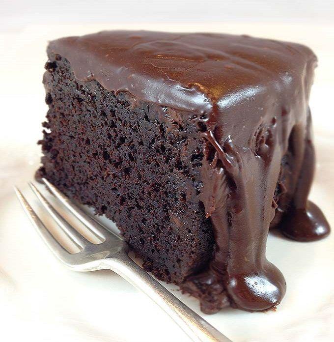 Onlangs kreeg ik een Airfryer cadeau. Je kan er niet enkel hartige gerechten mee bakken maar natuurlijk ook lekker zoet zoals een suikervrije en koolhydraatarme taart! Tijd om eens te experimenteren dacht ik zo. Voor deze koolhydraatarme en suikervrije chocoladetaart heb je echt niet veel ingrediënten nodig. Voor de topping van de koolhydraatarme chocoladetaart gebruikte …