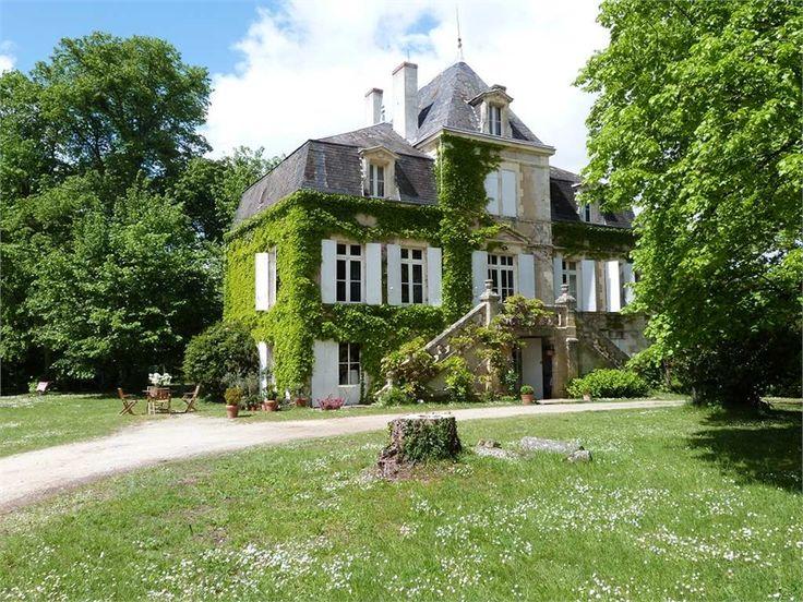 A vendre chez Capifrance à Bergerac , magnifique manoir du 19e siècle.    330 m² habitables, 10 pièces, 6 chambres.    Plus d'infos > Michel Lorenzon, conseiller immobilier Capifrance
