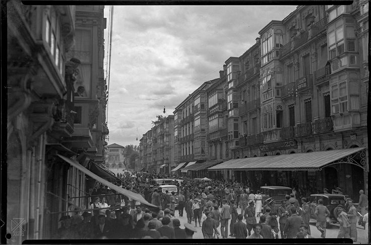 Vitoria - Gasteiz hacia 1936. Autor: Ceferino Yanguas.