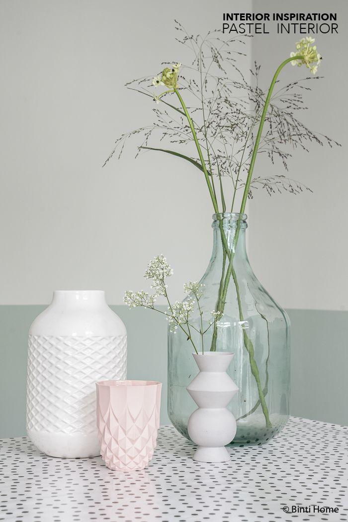 Pineado por H A B I T A N 2 http://habitandos.blogspot.com.es Black white pastels styling livingroom ©BintiHome-2