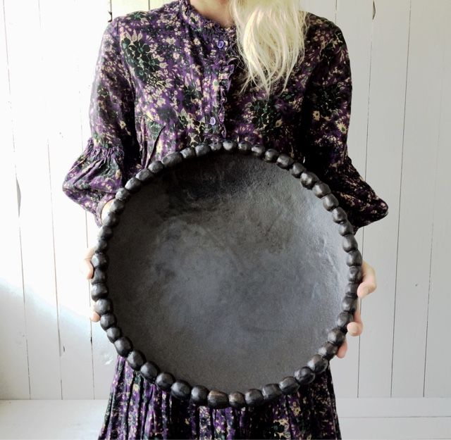 Elin Lannsjö. Beautiful big black plate or tray