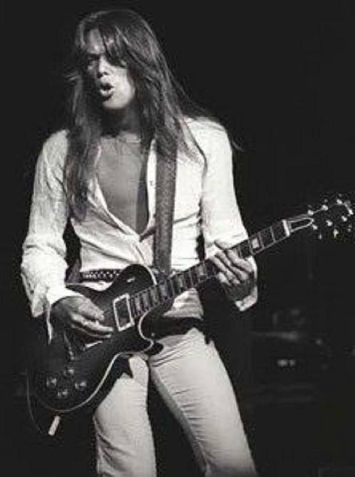 Scott Gorham playing a Les Paul. Saw him at Brunel Uni, playing in the bar!