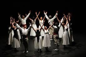 Figura final d'un ball de l'Esbart Maragall (2012). Aquest esbat de Sant Andreu està format per més d'una vintena de dansaires de més de setze anys. Els seus objectius principals són recuperar i difondre la dansa tradicional catalana arreu del territori així com promocionar-la donant-li nous aires mitjançant noves coreografies d'arrel.