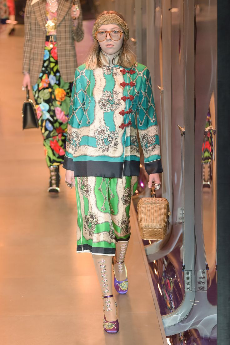 #DéfiléGucci #fashion #Koshchenets    Défilé Gucci prêt-à-porter femme automne-hiver 2017-2018 24