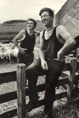Shearers+Balclutha+by+Marti+Friedlander+for+Sale+-+New+Zealand+Art+Prints