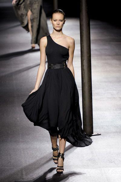 Lanvin at Paris Fashion Week Spring 2011 - Runway Photos