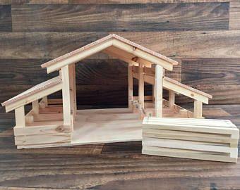 Houten speelgoed schuur met opvouwbare boerderij hek