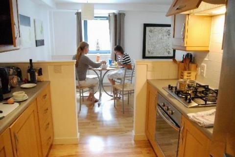 Вариант объединения кухни и столовой