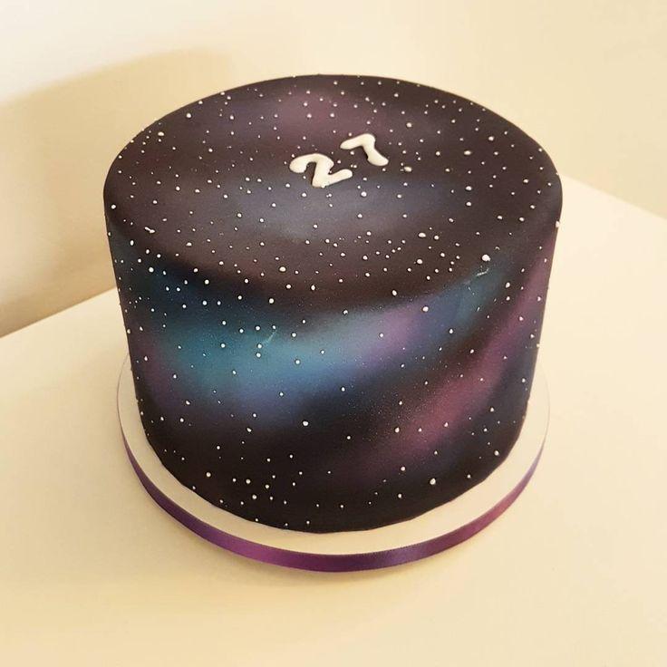 Feito por Bolos da Cíntia  Orçamentos e encomendas:   E-mail: contato@bolosdacintia.com   Whatsapp: (11) 96882-2623      Mais um Galaxy Cake de tirar o fôlego por aqui, agora em movimento!      #bolosdacintia #galaxycake #galaxy #cake #bolosdecorados #bolosincriveis #cakedesign #cakeboss #confeitaria #instacake #amazingcakes #video #instavideo #snapchat #cakevideos