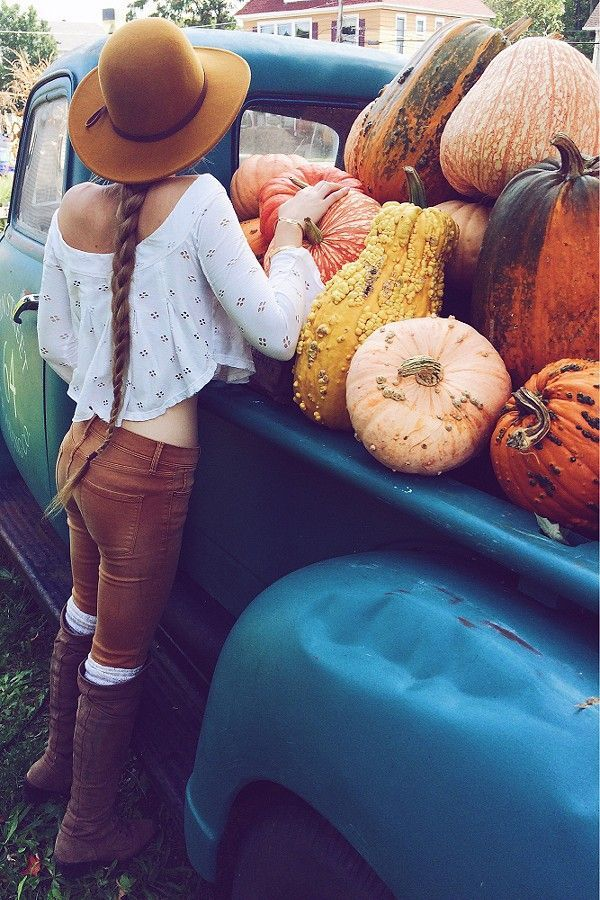 Pumpkin season is approaching! We're already getting excited about decorating our places for Halloween.