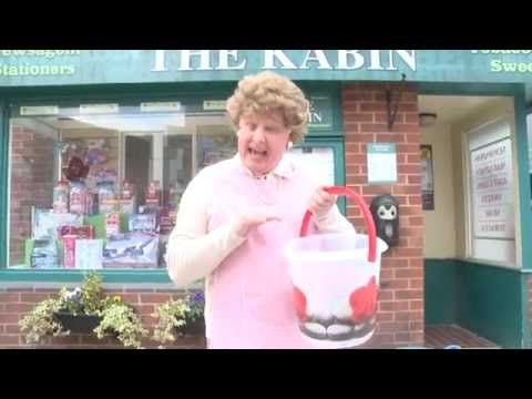 Watch: Les Dennis does the Ice Bucket Challenge - as Mavis Wilton - Manchester Evening News