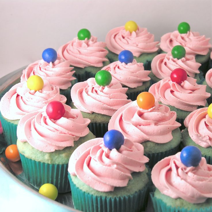 Bubble Gum Cupcakes, w/ a frosting flavor packet from Duncan Hines.  I'll have to check on the GF/DF nature of it...