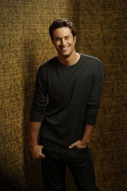 "Oliver Hudson as ""Adam"" Rules of Engagement"