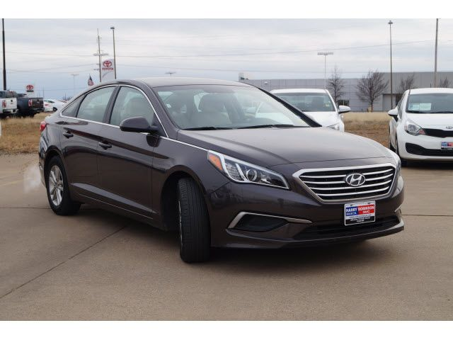 2016 Hyundai Sonata SE (A6) in Dark Truffle for Sale in Fort Smith, AR - Used at Harry Robinson Buick GMC - P5343