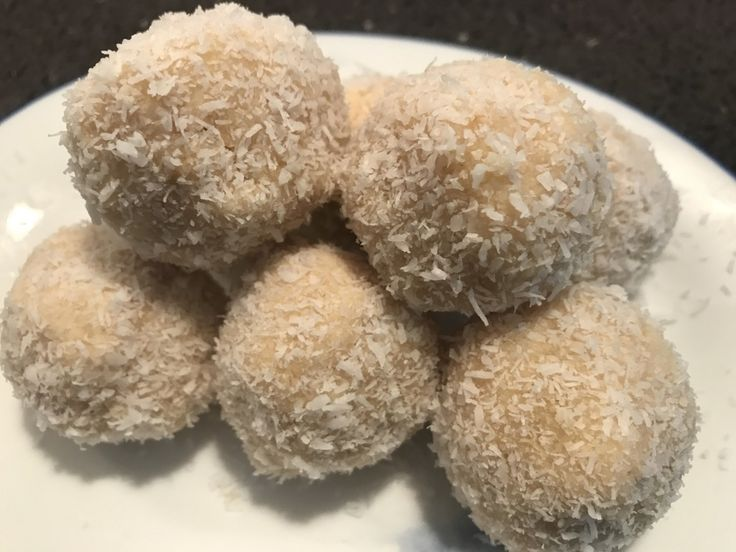 Honeycomb Protein Balls Makes: 8 Ingredients: 2 scoops (60g) honeycomb protein powder 1/3 cup rolled oats 1/3 cup coconut flour 2 tablespoons coconut oil 1 tablespoons honey Up to 1 tablespoons wat…