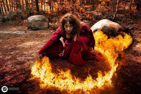 Medieval dress red priestess Game of Thrones by Gewandfantasien