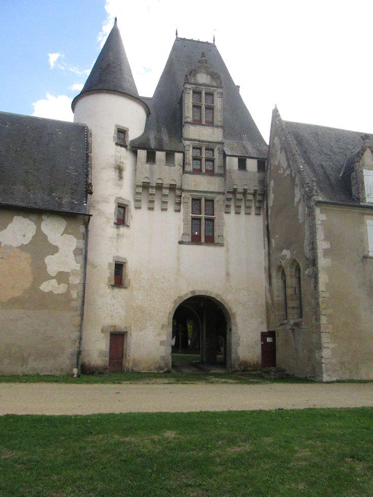 Chateau de Jazvarzay; porche côté cour intérieure