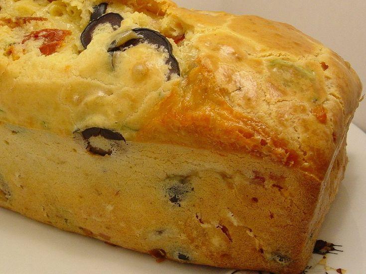 Les gourmandises d'Isa: CAKE AUX OLIVES-TOMATES SÉCHÉES- BACON ET CHÈVRE