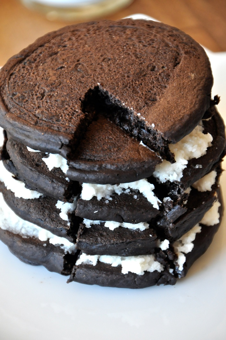 These 'Oreo' Cookie pancakes are surprisingly healthy and VEGAN!