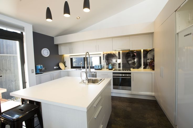 Black Team Kitchen   Mitre 10 Dream Home 2013
